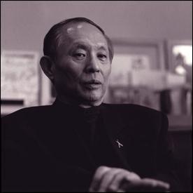 Il a composé cinq symphonies, deux cantates de chambre, cinq dialogues pour shakuhashi, un concerto pour piano, un autre pour violon. Qui est cet homme ?