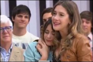Sur cette photo, pourquoi Angie pleure-t-elle ?