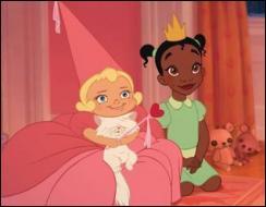 Dans quel film la petite Charlotte, qui s'amuse ici avec son chat, rêve-t-elle du prince charmant ?