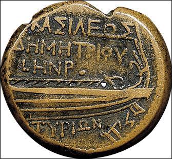 Les lettres de l'alphabet grec ont à peu près la même forme que celles de l'alphabet phénicien. Certaines sont inversées, d'autres ont été simplifiées, d'autres encore ont subi une rotation. Combien de lettres cet alphabet compte-t-il ?