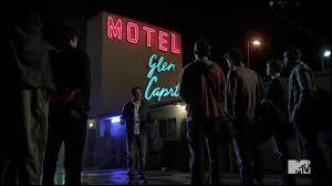Durant l'épisode 6 de la saison 3, au  Motel California  qu'arrive-t-il aux loups ?