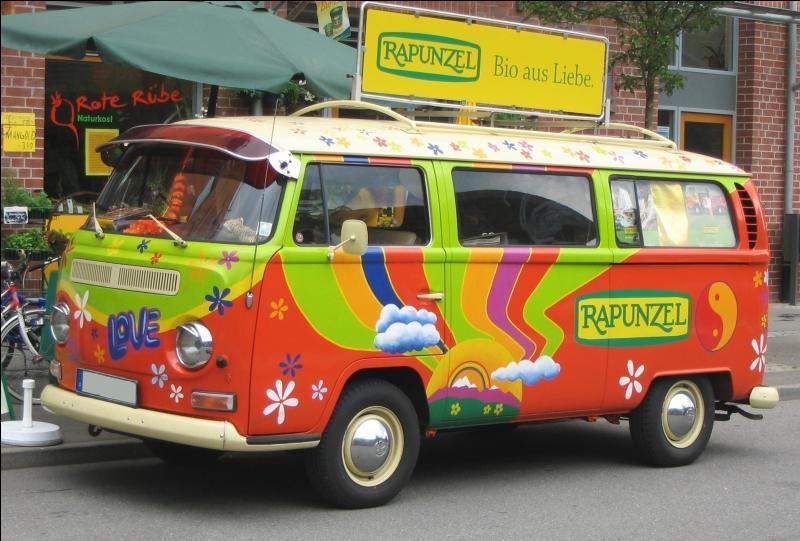 Lequel de ces trois appellations ne désigne pas le  Combi Volswagen , véhicule associé particulièrement au mouvement hippie ?
