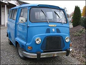 La Renault Estafette est une camionnette construite par Renault d'octobre 1959 à 1980. Quelle est sa particularité dans la marque ?