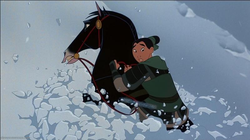 De quelle couleur est le cheval de Mulan ?