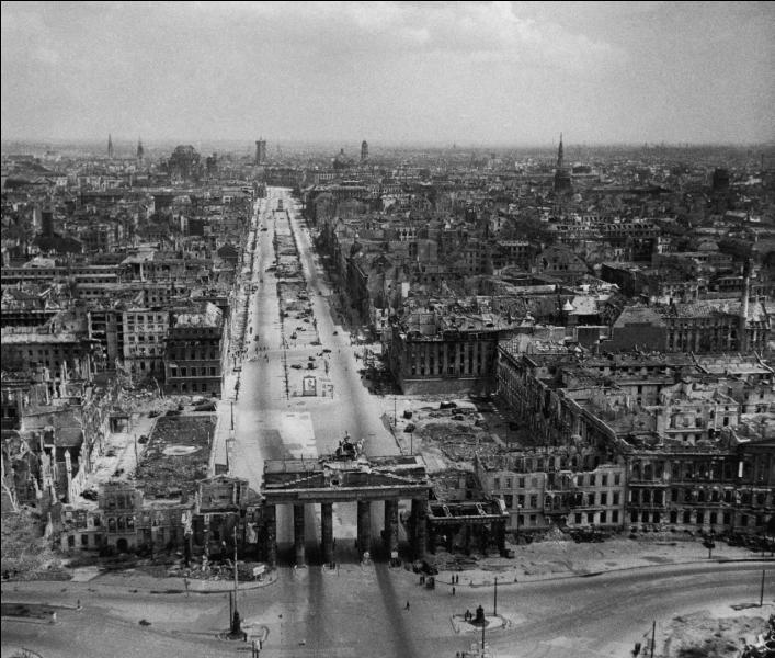 Après 1945 la ville de Berlin est occupée par...