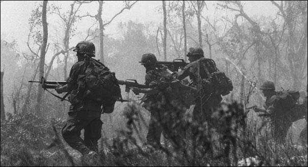 En quelle année les Américains commencent-ils à se retirer du Vietnam ?