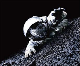 Quel le nom complet du film ''Apollo... '', basé sur un voyage secret dans l'espace ?