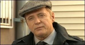 Capitaine de la police de New York, c'est lui qui fait appel à Sherlock pour les enquêtes. Qui est-ce ?