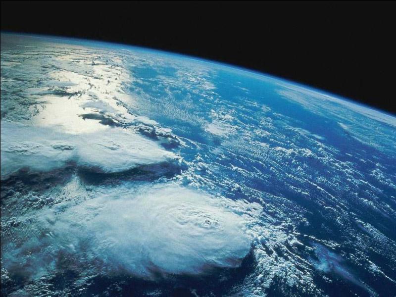 La terre est ...