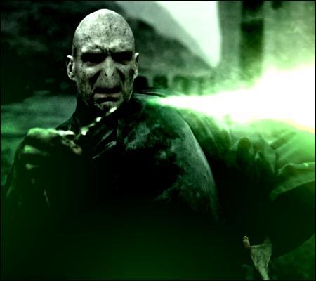 Finalement, Voldemort est-il mort du sortilège Avada Kedavra ?