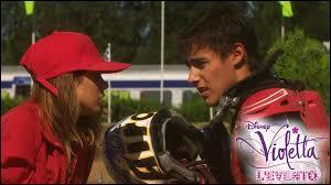 A cause de quoi Violetta se retrouve-t-elle sur la piste de moto-cross dans l'épisode 1 ?