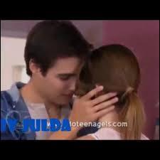 Qui surprend Leon voulant embrasser Vilu ?