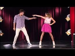 Avec qui Violetta fait-elle le concours de danse ?