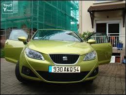 Je vends ma voiture. Si vous êtes intéressés, il vous suffit de venir me voir chez moi à ... (regardez bien la plaque)