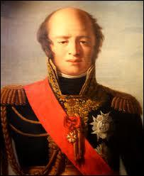 Dès son retour, Napoléon réorganise l'armée afin de faire face à ses ennemis. Quel maréchal d'Empire, le seul à n'avoir jamais été vaincu sur le champs de bataille, était le ministre de la Guerre de son gouvernement des Cent-Jours ?
