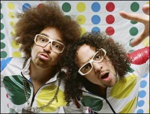 Où commence le clip Party Rock Anthem du duo LMFAO ?