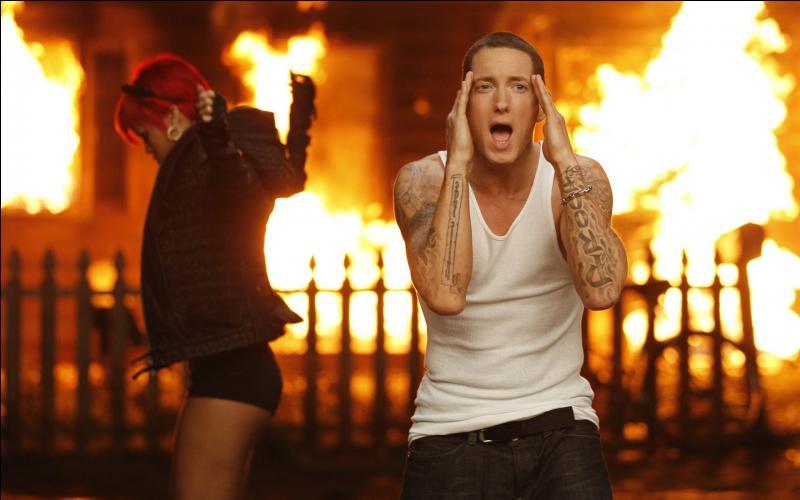 Dans le clip Love the Way You Lie d'Eminem, quelle actrice joue le rôle d'une femme battue ?