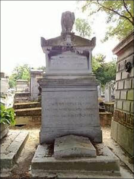 Général et politicien, devenu baron en 1819, né à Paris en 1785, je commence ma carrière sous l'Empire, et deviens sous la Seconde Restauration officier de la Garde Royale, maréchal de camp, chef de bataillon, aide de camp du prince de Condé ( je serai au centre d'un scandale, lors de la mort douteuse de ce dernier) et député Orléaniste du Gard. Décédé en 1857, je suis ...