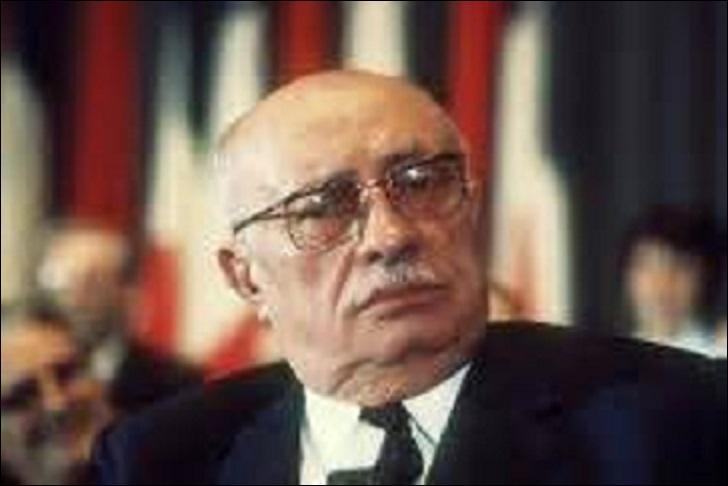 Né en 1896, politicien, je suis l'un des principaux dirigeant du Parti communiste. Résistant, je reste plus de 35 ans dans l'équipe dirigeante. Député de 1926-1932, 1936-1940 et de 1945-1958 puis sénateur de 1959 à 1975, j'obtiens aux législatives de 1969 21, 27%. Je décède d'une congestion pulmonaire à mon domicile de Montreuil (Seine-Saint-Denis) en 1975 et repose dans la division n°97, je suis :