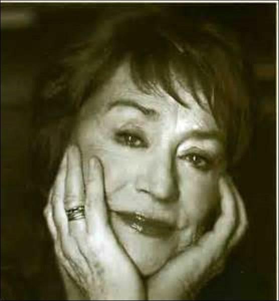 Actrice et chanteuse, née le 25 octobre 1931 à Paris, je joue dans d'immenses films comme :  Rocco et ses frères  en 1960,  La Zizanie  en 1978 ou  La Pianiste  en 2001. Interprétant aussi des rôles pour des téléfilms ou des séries télévisées, je décède de la maladie d'Alzheimer dans la capitale le 28 février 2011. Reposant dans la division n°49, je me nomme :
