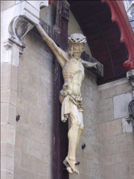 Il fut le chef des croisés contre les albigeois. Qui est ce seigneur ?