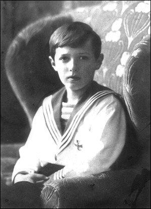 La famille de Nicolas II s'agrandit en 1905 avec la naissance du tsarévitch Alexis Nikolaïevitch Romanov. Très vite, un malheur frappe la famille. De quelle maladie le tsarévitch est-il atteint ?