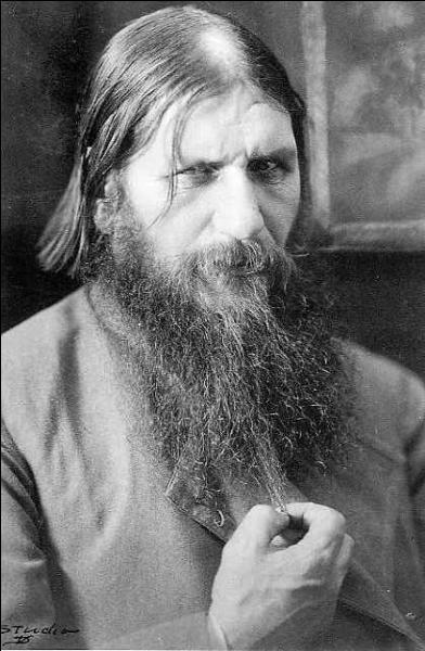 Face au désarroi éprouvé par le tsar Nicolas II, on lui présente un jour le prédicateur Grigori Raspoutine. Il demande à être conduit au chevet du tsar. Que va-t-il se passer ?