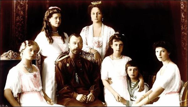 Le 17 Juillet 1918, le tsar et toute sa famille sont assassinés vers minuit, sur les ordres de Lénine. Cette exécution met fin à la monarchie en Russie. Combien de personnes seront exécutées ?
