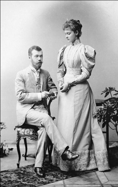 Au début des années 1890, alors que la santé de son père, Alexandre III et tsar de Russie, se détériore, Nicolas Romanov se fiance à une jeune femme d'une autre grande famille royale prénommée Alix de Hesse-Darmstadt. Dans quel pays est-elle née ?