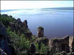 Quel fleuve né en Sibérie long de 4 400 km se jette dans l'océan Arctique ?