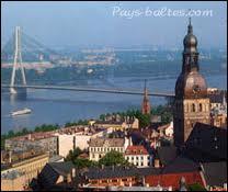 De quel état balte Riga située sur la mer Baltique est-elle la capitale ?