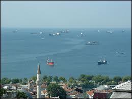 Quel détroit relie la mer de Marmara à la mer Egée ?