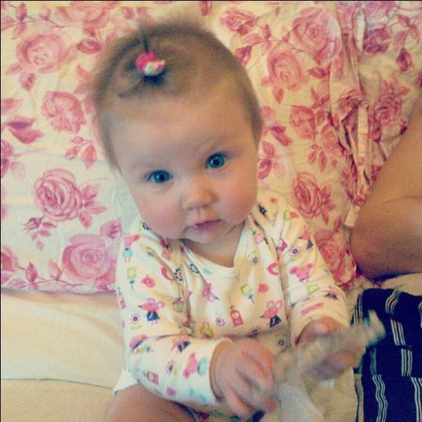 Lux est le bébé de qui ?