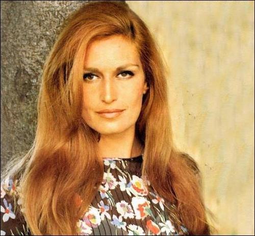 Avec qui Dalida interprétait-elle le titre  Paroles, paroles  sur le 45 tours sorti en 1973 ?