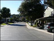 Quel est le nom de la rue où habitent les filles ? (La rue est fictive)