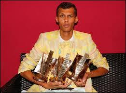 Quel prix reçoit-il pour son album  Cheese  en 2011 ?