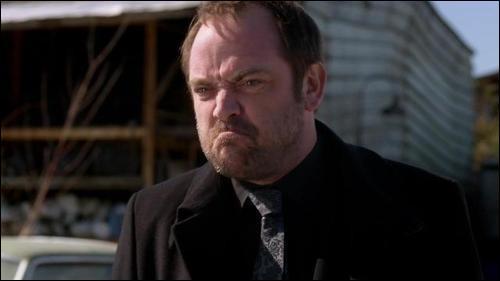 Quel surnom donne Crowley à Sam ?