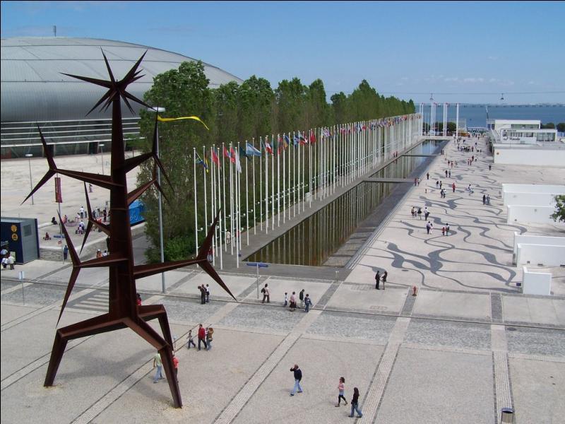 En quelle année Lisbonne, la capitale du Portugal, a t-elle accueilli l'Exposition internationale consacrée aux océans ?