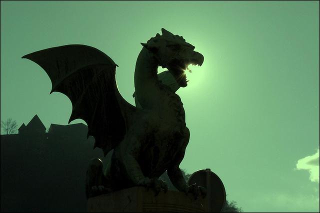 On peut admirer le Pont des Dragons à Ljubljana, la capitale slovène. Vrai ou faux ?