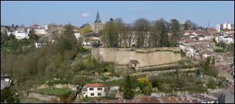 Je vous emmène visiter la ville de Longwy. Connue pour ses émaux, elle se situe ...