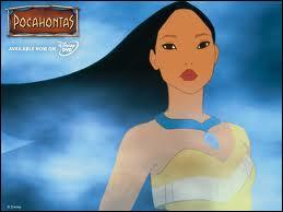 Quel est le cadeau offert à Pocahontas par son père et qui avait appartenu à sa mère ?
