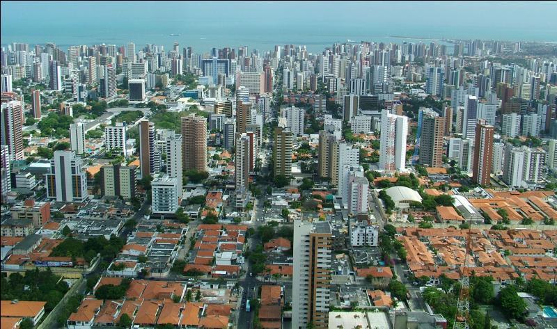 Dans quel pays se trouve la ville de Fortaleza ?