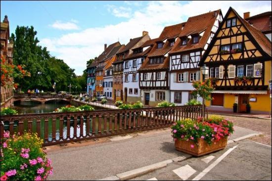 Dans quel pays se trouve la ville de Colmar ?