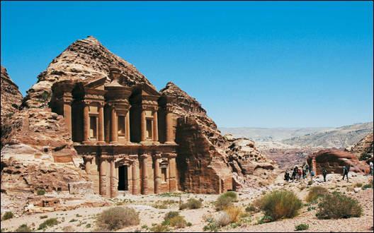 Sur combien de continents le Proche et le Moyen-Orient sont-ils localisés dans leur définition traditionnelle ?