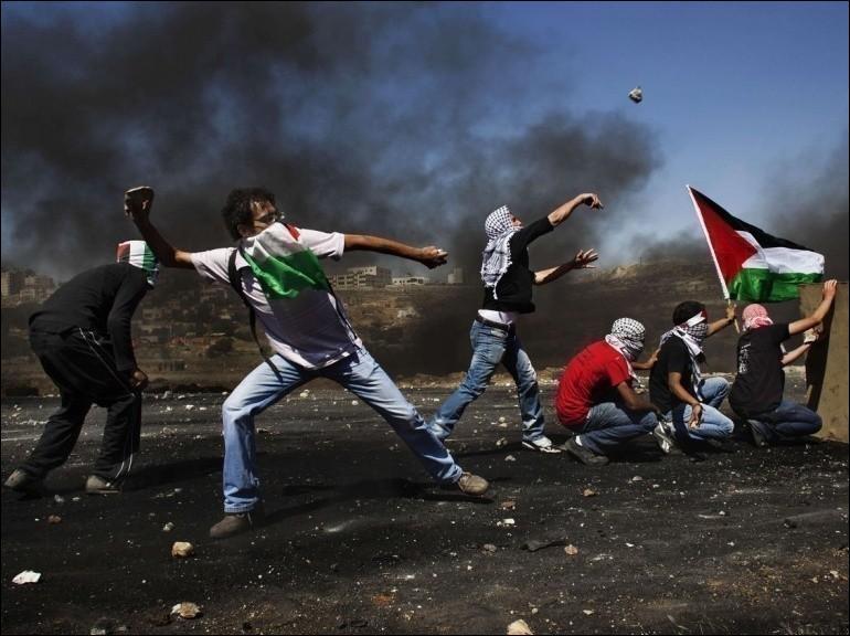"""Quand la première """"intifada"""", aussi appelée """"guerre des pierres"""", a-t-elle débuté ?"""