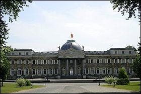 Au nord de Bruxelles le château de Laeken est la résidence officielle de l'actuel souverain belge. Comment se prénomme ce roi ?