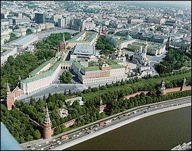 Il s'agit plus d'une forteresse que d'un véritable palais. Il fut la résidence des tsars avant d'être celle des dirigeants de l'URSS. Quel est le nom de ce bâtiment inscrit au patrimoine mondial de l'UNESCO en 1990 ?