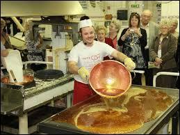Sur cette image, nous assistons à la fabrication des véritables bonbons des Vosges. Ces bonbons à base d'arômes naturels ou d'huiles essentielles sont fabriqués dans la ville lorraine de ...
