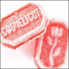 Bonbon de couleur rouge fabriqué à base de coquelicot, le coquelicot (c'est son nom) est la spécialité de la ville de ...