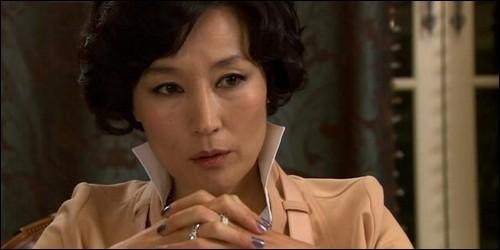 Comment Jun Pyo appelle-t-il sa mère, Kang Hee-soo ?